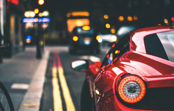 Solfilm på röd bil